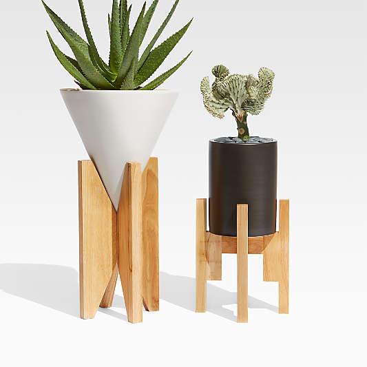 Eero Medium Black Indoor/Outdoor Planter with Wood Stand